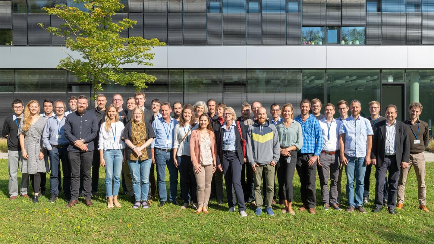 Group picture of the RIESGOS partners at the annual meeting in the DLR Earth Observation Center in Oberpfaffenhofen (image rights: DLR e.V.)