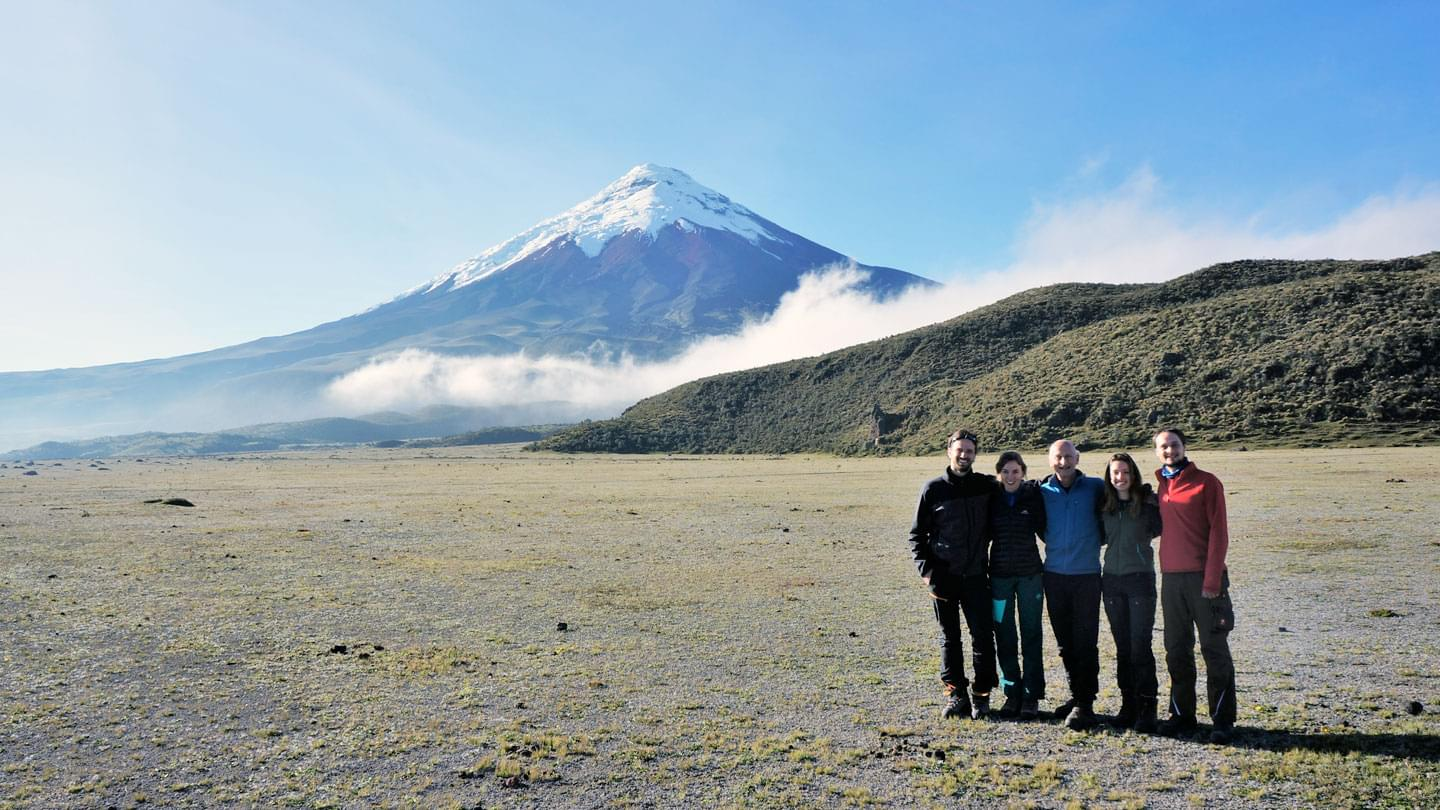 Team of researchers from TU Munich in front of Cotopaxi volcano (image rights: TUM)