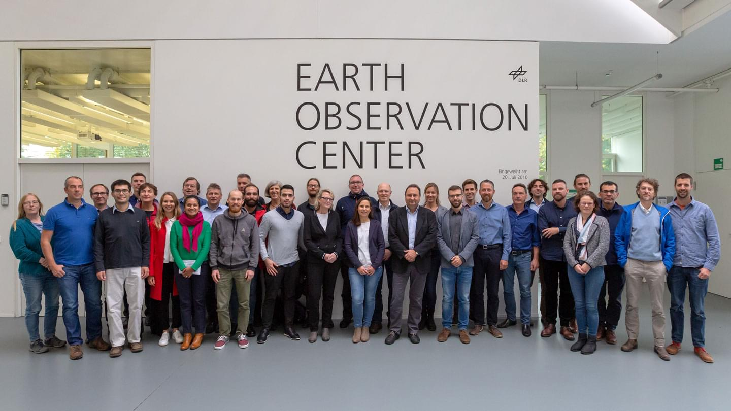 Group picture of the RIESGOS partners at the annual meeting at the DLR Earth Observation Center in Oberpfaffenhofen (image rights: DLR e.V.)